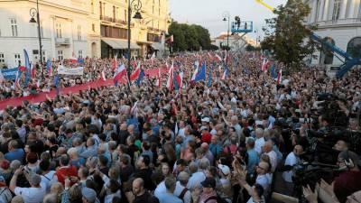 پولینڈ میں ججز کی تقرری کا اختیار صدر کو دینے کیخلاف عوام سڑکوں پر نکل آئے