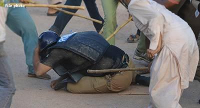 سرائے عالمگیر میں مشتعل مظاہرین کا مذاکراتی ٹیم پر حملہ