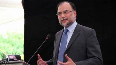 سیاسی جماعتوں کو زاہد حامد کی پشت پناہی کرنی چاہیئے تھی : احسن اقبال