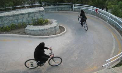ایرانی سپریم لیڈر نے خواتین کے سائیکل چلانے پر پابندی لگا دی