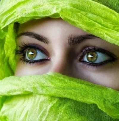 آنکھوں کا رنگ تبدیل کرنے کا سادہ ترین طریقہ