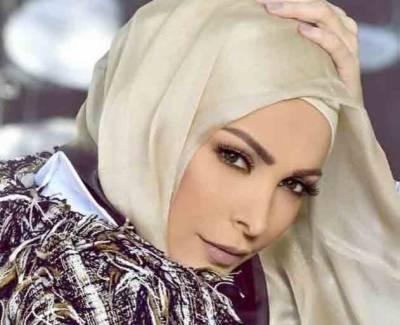 امل حجازی نے گلوکاری چھوڑ کر نعت کیساتھ اپنے نئے کریئر کا آغاز کر دیا