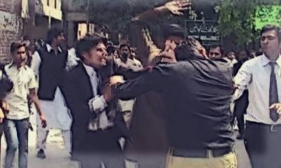 آل پارٹیز کانفرنس میں وکلاء کے گروپ آپس میں لڑ پڑے