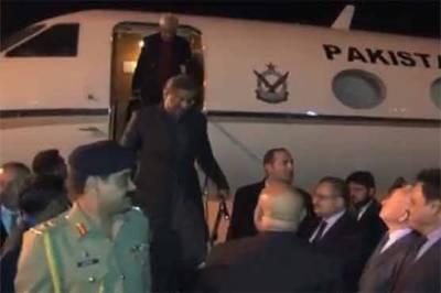 وزیر اعظم اور وزیر خارجہ او آئی سی اجلاس میں شرکت کیلئے ترکی پہنچ گئے
