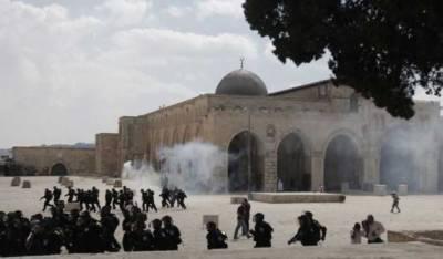 اسرائیلی پولیس کی پشت پناہی میں انتہا پسند یہودیوں کا مسجد اقصیٰ پر دھاوا