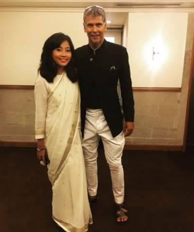 معروف بھارتی اداکار نے29سال چھوٹی دیر ینہ دوست سے شادی کا اعلان کر دیا