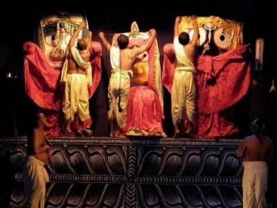 بھارت میں مورتیوں کو سردی سے بچانے کیلئے مندروں میں ہیٹر نصب