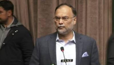 عمران خان سے زیادہ تجربہ کار چیئرمین یونین کونسل ہے ، احسن اقبال