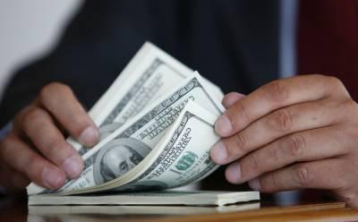 انٹربینک مارکیٹ میں روپے کے مقابلے میں ڈالر 9 پیسے اور اوپن کرنسی مارکیٹ میں40 پیسے مہنگا ہو گیا