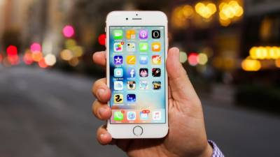 آئی فون صارفین کا ایپل کمپنی پر 1000 ارب ڈالر ہرجانے کا مقدمہ