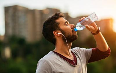 امارات میں پانی کی بوتل پر 5 فیصد ویلیو ایڈڈ ٹیکس نافذ