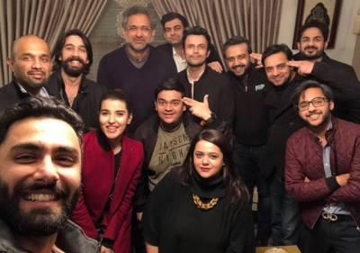 پاکستانی فلم 'پرچی' کی ٹیم وزیر اعظم کے پاس پہنچ گئی