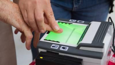آج سے ملک بھر سے عمرہ کے لیے جانے والوں کے لیے بائیو میٹرک تصدیق لازمی کا فیصلہ نافذ ہو گیا