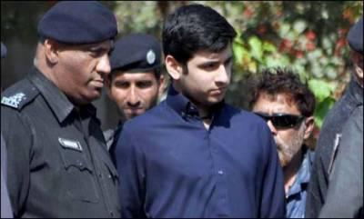 سفری دستاویزات میں تبدیلی، شاہ رخ کو بھائی سمیت عدالت میں طلب کر لیا گیا