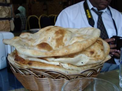 روٹی ڈیڑھ ریال میں روٹی فروخت کرنے پر سزا دی جائے گی ، سعودی حکام