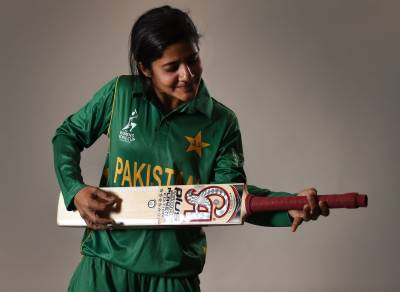 قومی ویمن کرکٹرجویریہ خان نے گلوکاری میں سب کو پیچھے چھوڑ دیا ، ویڈیو دیکھیں