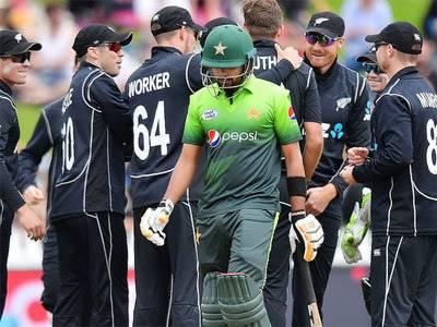 نیوزی لینڈ کیخلاف دوسرے ون ڈے میچ میں پاکستان کا ٹاس جیت کر بیٹنگ کا فیصلہ