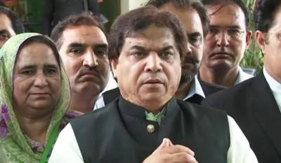 عمران خان منی لانڈرر ہے، صدقہ بھی کھاتا ہے،حنیف عباسی