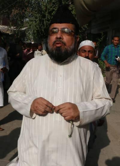 قبل از وقت حج فیسیں وصول کرنے کیخلاف مفتی عبدالقوی عدالت جا پہنچے