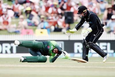 چوتھے ون ڈے میں بھی پاکستانی ٹیم مشکلات کا شکار