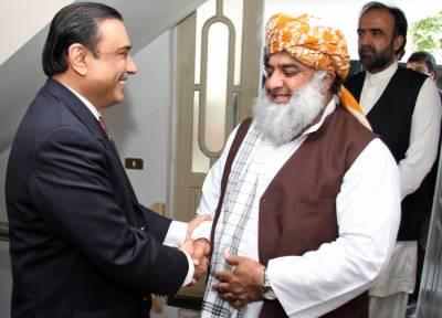مولانا فضل الرحمان ضیافت کے لیے لاہور میں زرداری ہاؤس پہنچ گئے