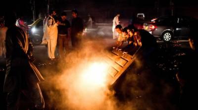نقیب اللہ محسود کی ہلاکت کیخلاف کراچی میں احتجاج ، پولیس کی شیلنگ