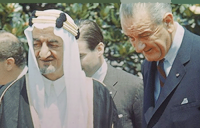 سعودی دفتر خارجہ نے شاہ فیصل اور امریکی صدر جانسن کی نایاب تصویر سوشل میڈیا پر جاری کردی