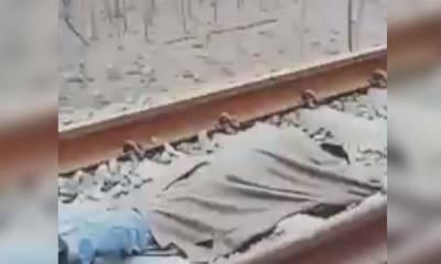 کشمیری نوجوان ٹرین کے سامنے لیٹ گیا،ویڈیو سوشل میڈیا پر وائرل