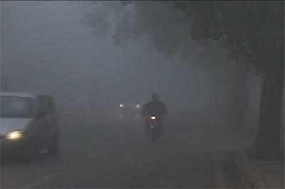 پنجاب کے مختلف شہروں میں دھند کا راج برقرار، پروازوں کا شیڈول متاثر
