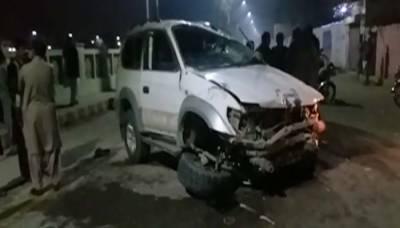 لاڑکانہ: نشے میں دھت تھانیدار نے گاڑی راہگیروں پر چڑھا دی، 2 افراد جاں بحق