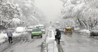 ایرانی دارالحکومت میں شدید برفباری، نظام زندگی درہم برہم