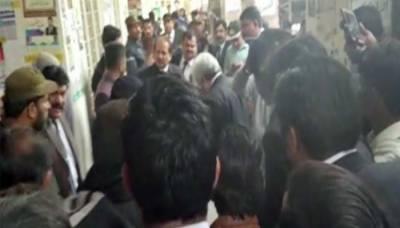 لاہورسیشن کورٹ میں قتل کے ملزم کو مخالفین نے فائرنگ کر کے ہلاک کر دیا