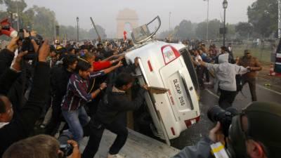 انڈیا میں کار لفٹ کے بہانے طالبہ اجتماعی زیادتی کا نشانہ