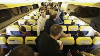 امارات ایئر لائن کے عملے نے بدتمیز مسافر کو حراست میں لے لیا