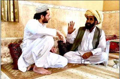 شاہد آفریدی کی نقیب اللہ محسود کے والد سے اظہار تعزیت