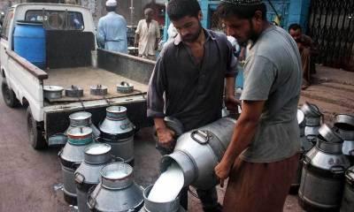 کراچی میں دودھ کی قیمت میں فی لیٹر20 روپے کا اضافہ کردیا گیا