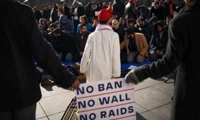 ٹرمپ کا اقدام غیر آئینی،امریکی عدالت نے چھ مسلمان ملکوں کے شہریوں پر سفری پابندی کو ختم کردیا