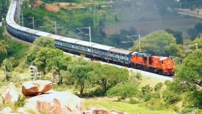 بھارتی ریلوے میں ایک لاکھ آسامیوں کیلئے درخواست طلب