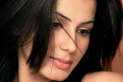 کریتی کلہاری عرفان خان کیساتھ فلم''بلیک میل'' میں جلوہ گر ہوں گی