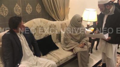عمران خان اور بشریٰ مانیکا کے نکاح کی تصاویر منظر عام پر آگئیں