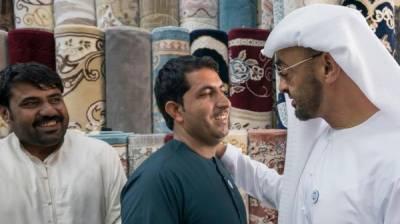 ابوظہبی :مرحوم شیخ زید النہیان کی تصویر نہ بیچنے والے افغانی کو ولی عہد ملنے پہنچ گئے