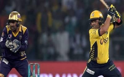 کامران اکمل کی اسلام آباد یونائیٹڈ کیخلاف دھواں دار بیٹنگ ، 32 گیندوں پر نصف سنچری