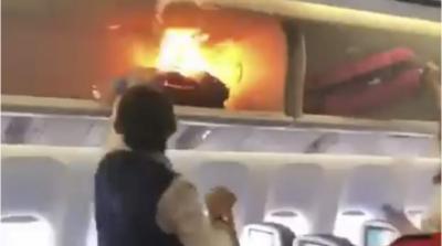 جہاز میں رکھے ہینڈ بیگ میں اچانک خوفناک آگ بھڑک اٹھی
