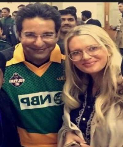 وسیم اکرم نے جم میں کسرت کرنے کی تصویر سوشل میڈیا پر شیئر کردی