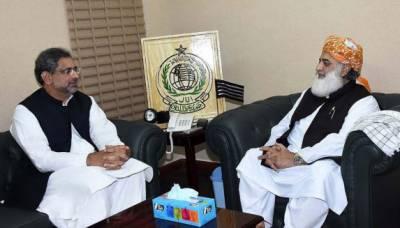 سینیٹ انتخابات، فضل الرحمان نے وزیراعظم کو حمایت کی یقین دہانی کروا دی