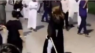 سعودی لڑکی نے ہراساں کرنیوالوں کی چھڑی سے ٹھکائی کردی،ویڈیو وائرل