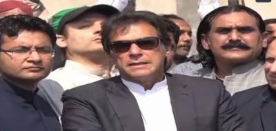 جوتا پھینکنا،سیاہی پھینکنا غیر اخلاقی عمل ہے:عمران خان کی نواز شریف پر جوتا پھینکنے کی مذمت