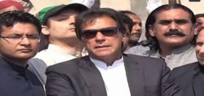 پی ٹی آئی کارکنوں نے عمران خان پر جوتا پھینکنے کی کوشش ناکام بنا دی