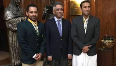 سرفراز احمد اور یونس خان کو ستارہ امتیاز سے نواز دیا گیا