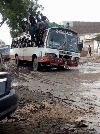 'پکیاں سڑکاں سوکھے پینڈے' کے دعوے دھرے کے دھرے رہ گئے،فیصل آباد کا جڑانوالہ روڈ ٹوٹ پھوٹ کا شکار